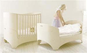 Contemporary Look Leander Crib.