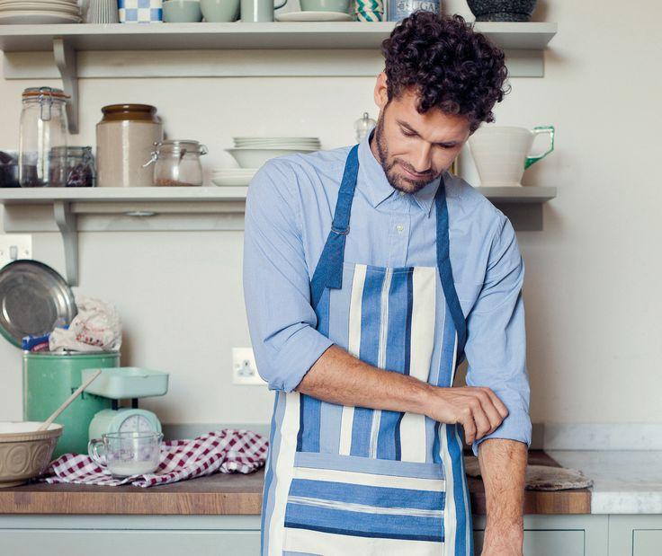 Detaillierte Anleitung zum Nähen einer Küchenschürze (oder Grillschürze), mit Gratis-Schnittmusterdownload. Viel Spaß beim Nachnähen!