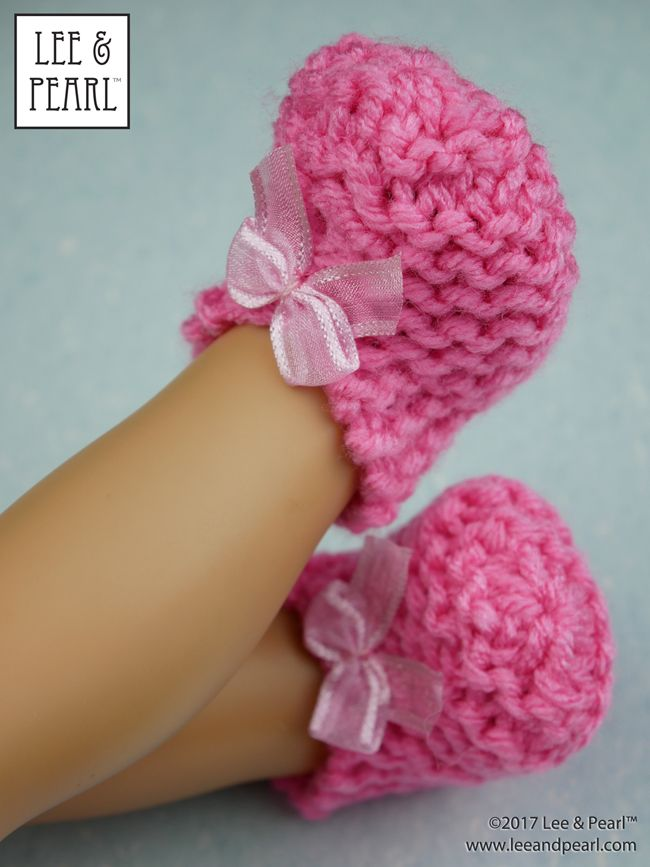 Make super-easy, super-cute knitted slippers for 18 inch dolls — download the FREE craft pattern from Lee & Pearl today.