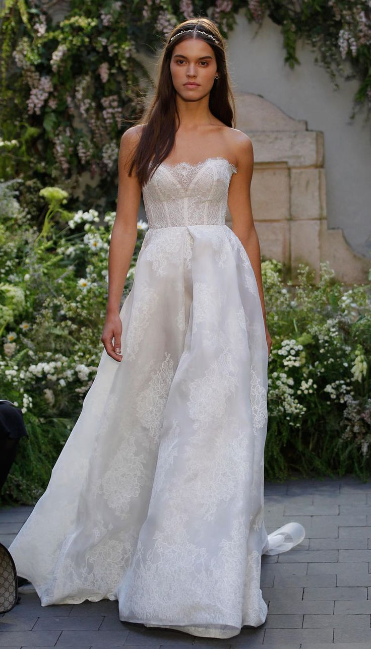 Monique Lhuillier Spring 2017   https://www.theknot.com/content/monique-lhuillier-bridal-fashion-week-spring-2017