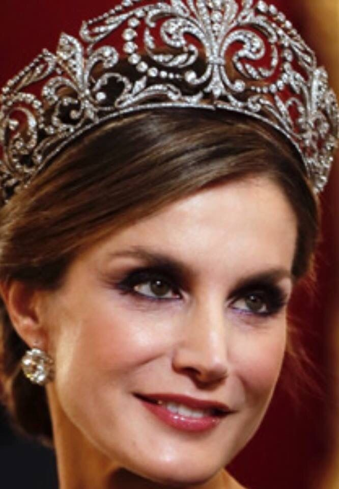 carolathhabsburg: Queen Letizia in La Buena, the Diamond Fleur de Lys tiara belonging to the Spanish Royal Family, 2017