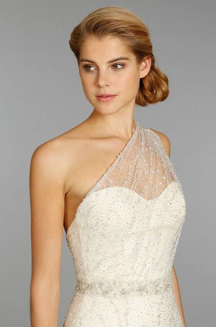 Can't decide between a sweetheart neckline and one shoulder gown? Here's the perfect 2-in-1 wedding dress for you! Dress: Jim Hjelm via Colin Cowie Weddings