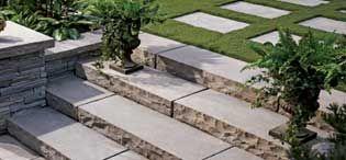 (Marche Esplanade) La marche Esplanade présente une légère texture imitant parfaitement la pierre naturelle. Cette marche de 1 219 mm (48 po) vous permettra une finition de projet au look rustique des plus réussis.