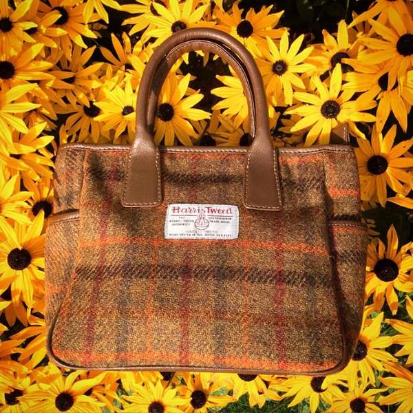 Our gorgeous #HarrisTweed #handbags are waiting to brighten up your day! ow.ly/SRtI0