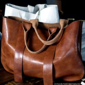La Tropezienne leather tote bag by Clare Vivier - Tan