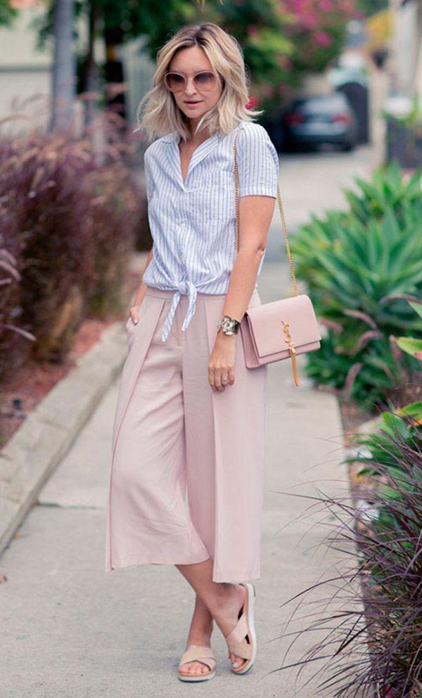 Street style look com calça culotte e camisa.