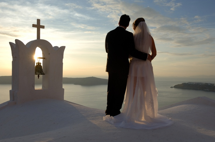 Here at Astra Suites Hotel in Santorini your wedding ceremony is tailored to fit your unique ideas and wishes.
