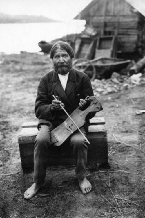 The composer Feodor Pratsu plays the jouhikkoin Koirinoja,Karelia, 1916.Photo byA. O. Väisänen. The jouhikko is a traditional Finnish and Karelian music instrument,