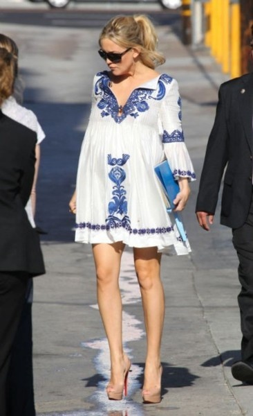 Pregnant (and gorgeous) Kate Hudson ... preggo or not - this dress is lovely!