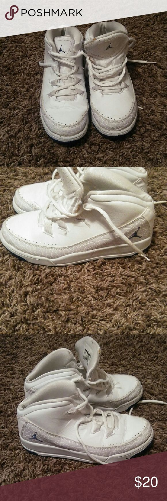 Boy's White Jordan's Size 2.5 Excellent condition Jordan Shoes Sneakers