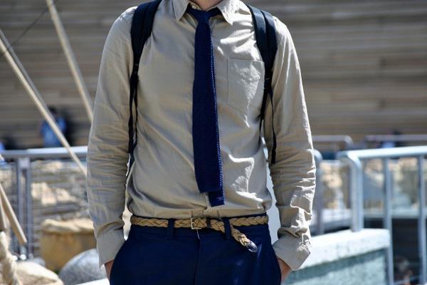 Вязаный галстук неожиданно хорошо смотрится с плетеным ремнем.    Больше деталей в специальном материале «Итальянская диктатура»: http://www.gq.ru/style/features/17416_italyanskaya_diktatura.php    #Details #Tie #StreetStyle
