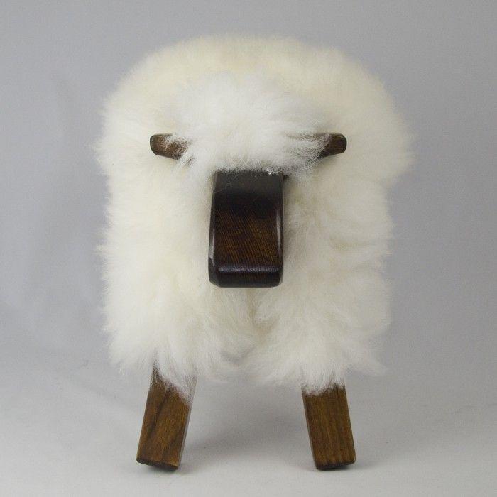 kruk schaap-wit    Massief grenen met schapenvacht.