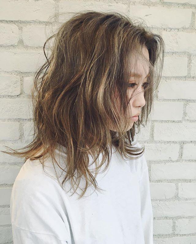 ホワイトベージュ☆☆☆ @album_hair  #moussy#sly#emoda#murua#コーディネート#gyda#ootd#snidel#dazzlin#外はねボブ#外国人風#ヘアスタイル#ボブヘア#グラデーションカラー#ハイライト#セット#簡単ヘアアレンジ#髪型#コーデ#ヘアアレンジ#ヘアセット#アレンジ#hairarrange#アレンジ解説#波ウェーブ#巻き髪#スタイリング #外ハネ
