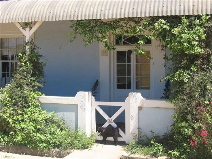 The Blue House accommodation near Stanford, Western Cape. Sitting in front of that grey screen dreamin' about that idyllic weekend escape? A place where gran and gramps are happy to tag along, where the clan can run free in a lawned garden, where you can sneak out the front door and in true Paleolithic tradition hunt down a wild cappucicno?  The Blue House ticks all the boxes.