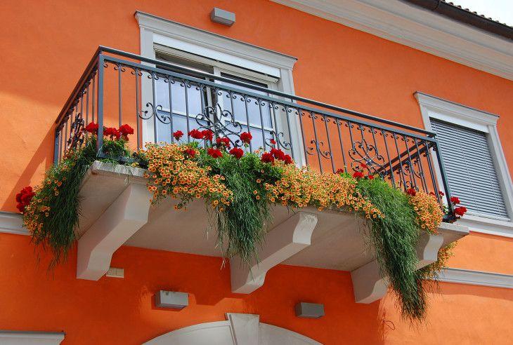 Veranda med blomster i Obdach, Steiermark, Østerrike. Foto: Ana Lucia Marcos ©
