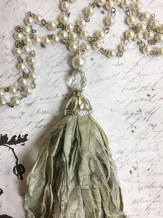 Seda sari sari de seda borla gris verde pálido con Rosario