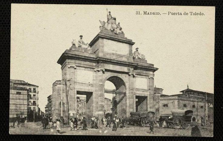 """Puerta de Toledo. en 1910. A la derecha el Matadero próximo a la taberna """"La Gloria"""""""