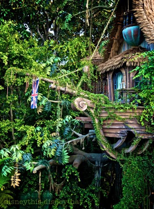 De boomhut van de Zwitserse Familie Robinson van de schrijver J. D. Wyss.