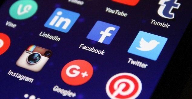 Przyjrzeliśmy się, jak w grudniu 2017 fanpage handlowe/e-commerce odpowiadały na komentarze odwiedzających pod swoimi postami. Uwzględniliśmy Allegro, OLX, fanpage sieci sklepów FMCG i fanpage z modą/odzieżą i przyjrzeliśmy się, jak wyglądały aktywności fanów na ich fanpage w okolicach ostatnich Mikołajek i Gwiazdki. #marketing #media #społecznościowe #socialmedia