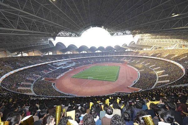 Rungrado May Day Stadium mieści 150 tysięcy ludzi • Największy stadion na świecie mieści się w Korei Północnej • Wejdź i zobacz >> #football #soccer #sports #pilkanozna