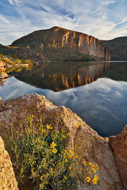 Canyon Lake, Apache Trail, Arizona; photo by .Guy Schmickle