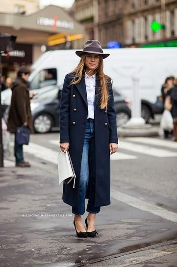 winter outfit idea - navy blue coat,  jeans + black heels and a chic hat