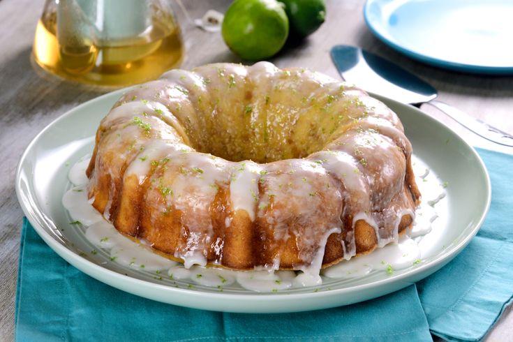 No tires ese pan duro de la semana, guárdalo y conviértelo en un postre espectacular. Delicioso budín de pan duro con sabor a limón, que tiene la consistencia perfecta. Es la opción perfecta para consentir a tu familia.
