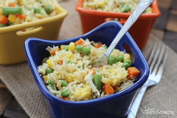 Easy Chicken Fried Rice ~ http://www.julieseatsandtreats.com