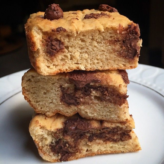 Carob chip blondies! Sorry it took so long to post the recipe, but here it is! Recipe: Blend 1 can rinsed garbanzo beans, 2 Tbsp coconut flour, 1 scoop vanilla protein powder, 1/4 cup plain low fat yogurt, 1 egg, 2/3 cup almond milk, 1/2 tsp vanilla extract, & 2 Tbsp stevia. Then mix in 1/4 cup carob chips (or more =P). Pour into coconut oil greased 9x9 pan & bake for 40 minutes at 350! #eatclean #healthy #blondies #baking #