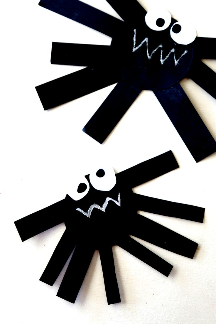 Create paper spider, perfect fun craft for preschool kids, you can also hang up! Halloween Crafting (or anytime as spiders are not just for Halloween!)