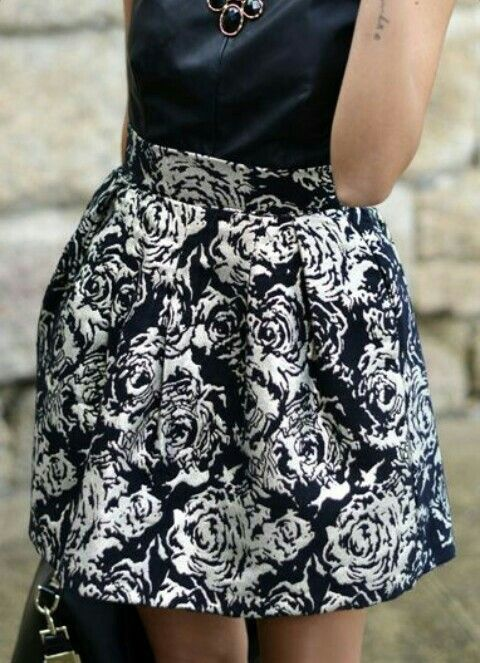 falda corta de rosas