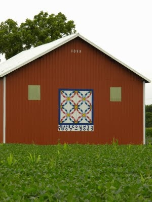 Love this barn and barn quilt!