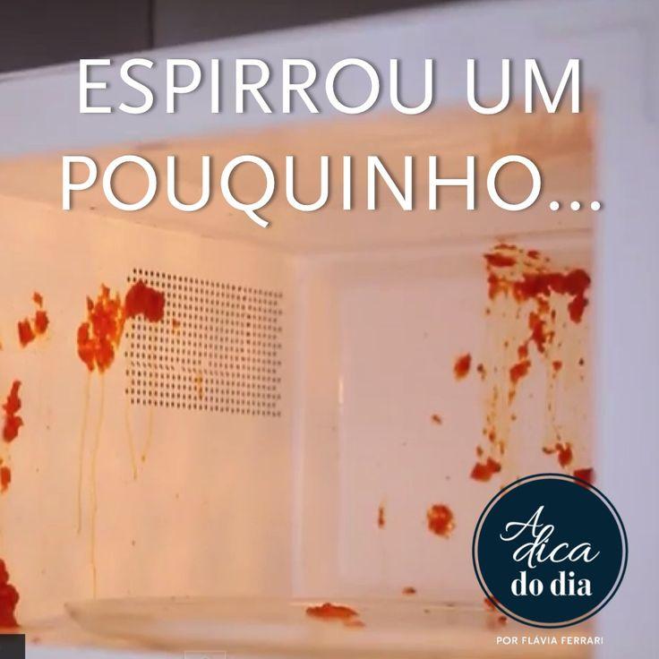 Flávia Ferrari mostra três dicas domésticas para limpar o microondas sem estresse: com limão, vinagre e folhas de louro. Esta limpeza faz com que qualquer cheiro ruim também desapareça do eletrodoméstico.