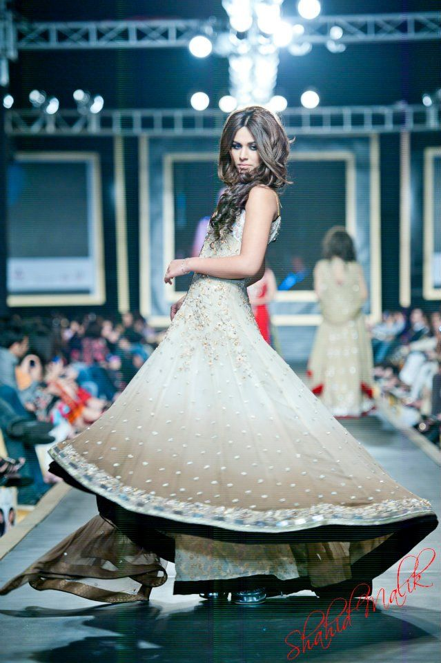 Ok, so this is bridal, but its too beautiful to just be for that!  Shazia Bridal - pakistani fashion runway - such a lovely flow