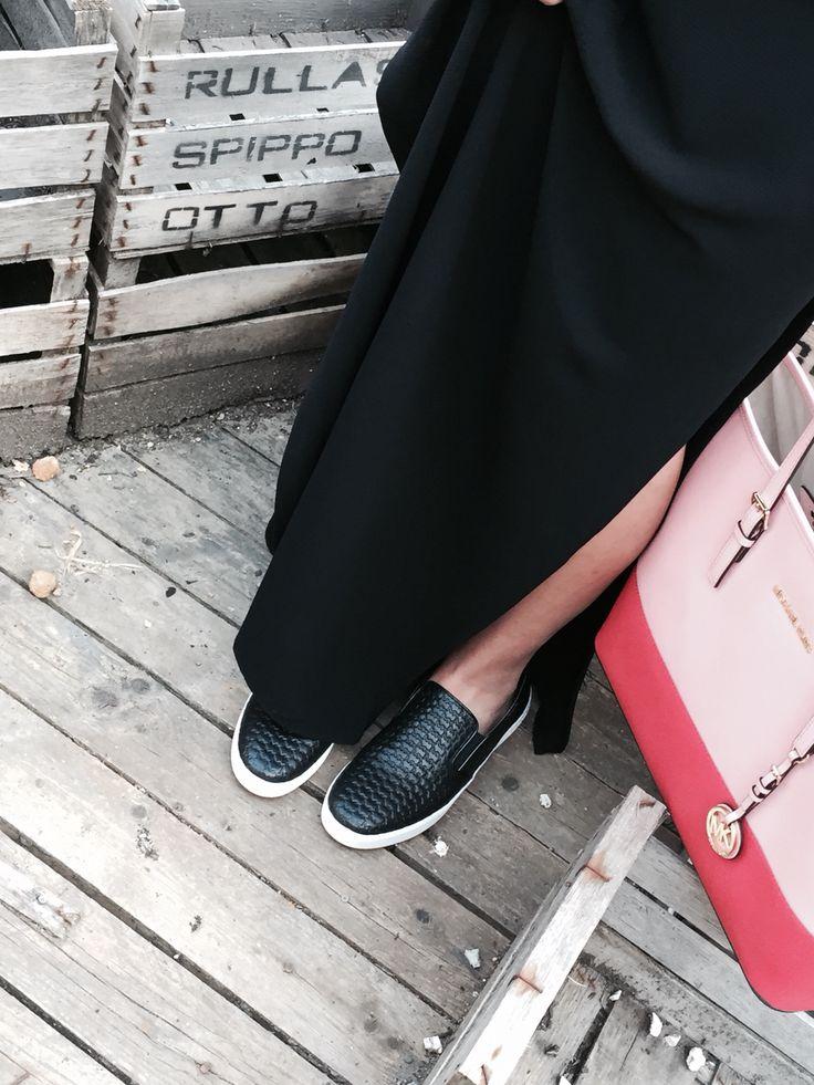 #michaelkors #shoes #bag #slipon #shoppingbag #calabromoda #shoponline