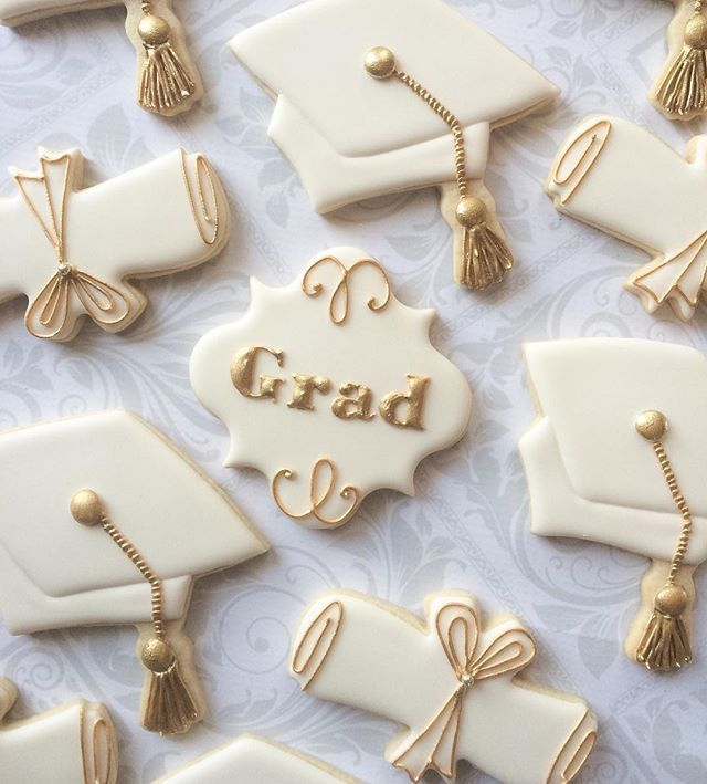 Graduation cookies. #decoratedsugarcookies #torontocustomcookies #graduationcookies #thesweetesttiers
