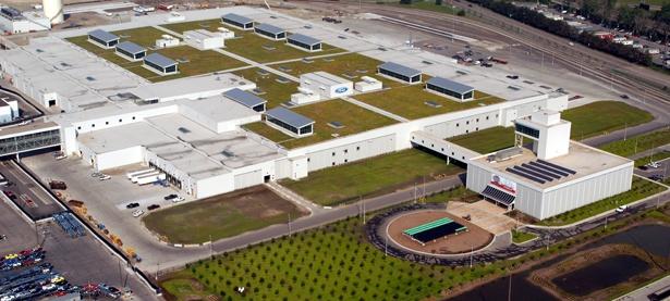 Gröna tak är viktigt för ett hållbart stadsbyggande. Världens största gröna tak hittar vi på Fords fabrik i Dearborn utanför Detroit i USA - drygt 40 000 m² grönyta!  http://www.greenroofs.com/projects/pview.php?id=12