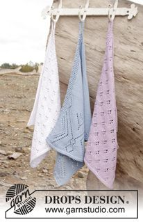 """Knitted DROPS towels with lace pattern in """"Cotton Light"""". ~ DROPS Design"""