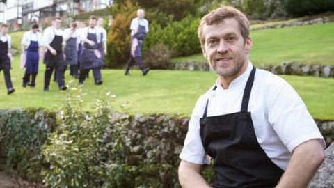 Gidleigh Park restaurant and chef Michael Wignall awarded five AA Rosettes