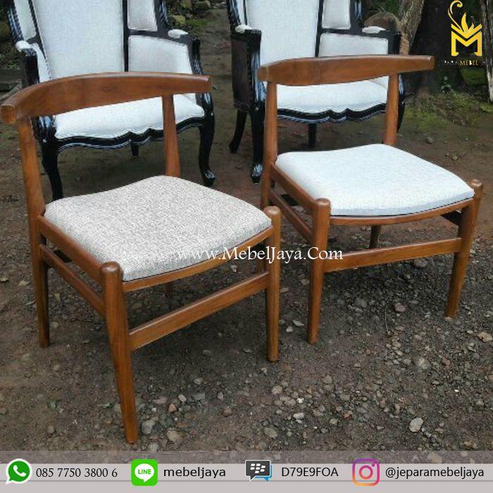 Kursi makan Desain Retro dengan dudukan kain SR cocok sekali untuk kursi cafe dan resto anda, material kayu jati solid terbaik Jepara - kursi cafe kayu