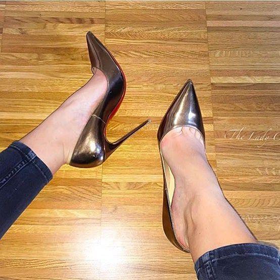 @the_lady_cc #foot #shoe #legs #leg #toering #stiletto #fishnet #nylon #luxury#louboutin #fashion #ayak #shoeporn #shoefetish #toecleavage #redsoles #christianlouboutin #shoestagram #shoesoftheday #shoeaddict #pumps #highheels #heels #shoes #sexyshoes #sexyheels #toes #feet #stockings #topuklu
