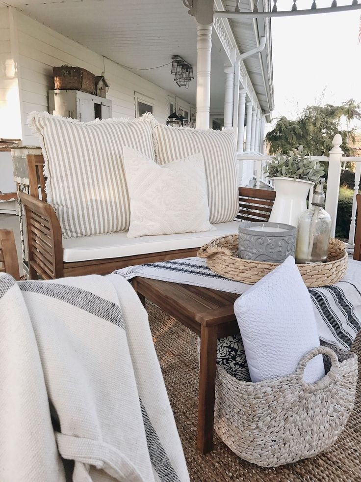 Awesome 120 Beautiful Farmhouse Front Porch Decorating