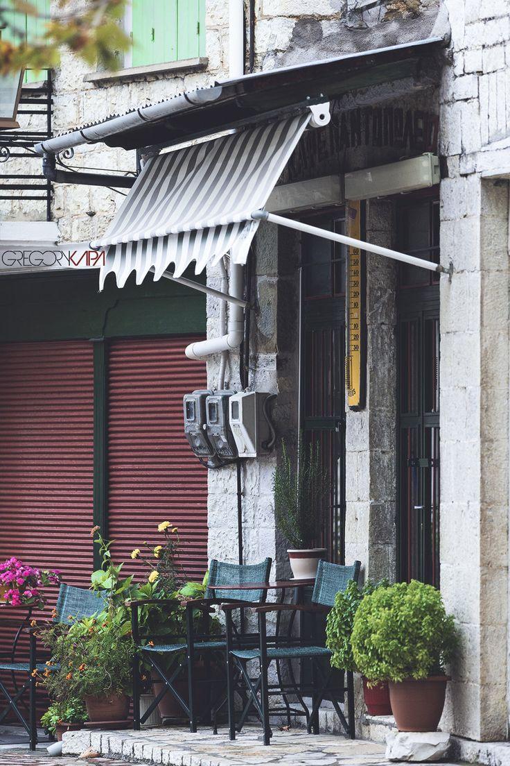 A small coffeeshop in Platanos Nafpaktias