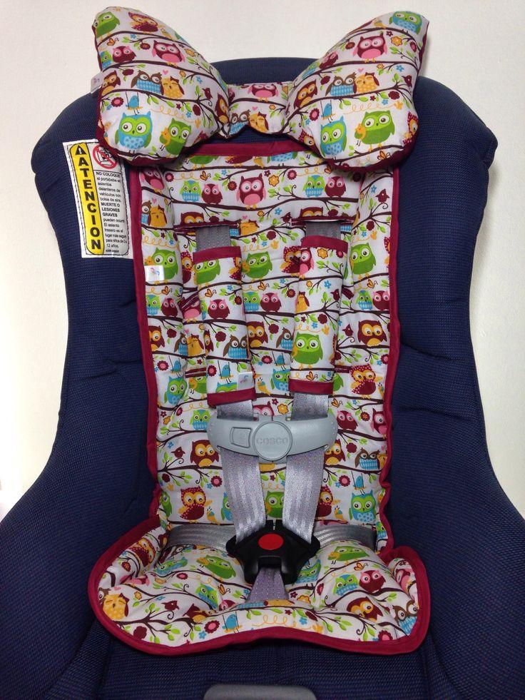 Silla o portabebe para el carro con sus accesorios, forro de silla, forro de cinturones y cojín.