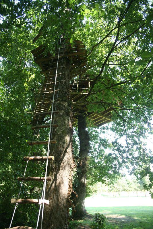cabane dans les arbres 4 chemins pour 2 personnes 8 m tres de haut cabanes sur l 39 eau tonneau. Black Bedroom Furniture Sets. Home Design Ideas