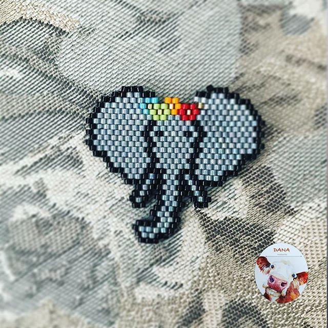 #danaaccessories #miyuki #miyukiboncuk #miyukibeads #miyukibrooch #miyukibroş #broş #beaded #handmade #handmadejewellery #elemeği #elyapımı #fil #elephant #gri pattern by @l_oiseau_moqueur