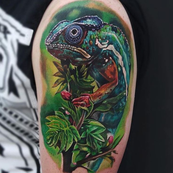 35 Colorful Chameleon Tattoo Ideas – Cheerful Designs That Will Make You Smile Check more at http://tattoo-journal.com/best-chameleon-tattoo-designs-meaning/ More