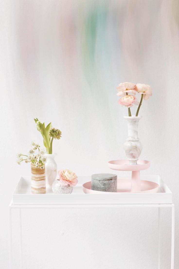 Flowers and marble. Glorian Koti Styling Anna-Kaisa Melvas photi Panu Pälviä