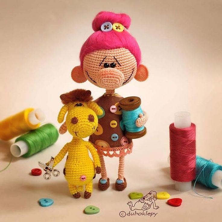 Доброе утро! Это вот Дубоклёпа Пуговкина и Жирафей Белошвейкин. Они очень хотят делать кукол и всяких маленьких пузатеньких зверей Я тоже хочу. Пойду делать #дубоклёпы_куклы