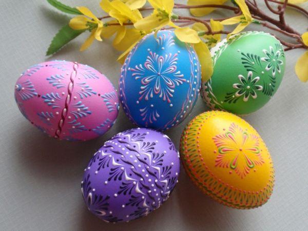 Bildergebnis für Bilder zu Ostern bunt bemalte Eier